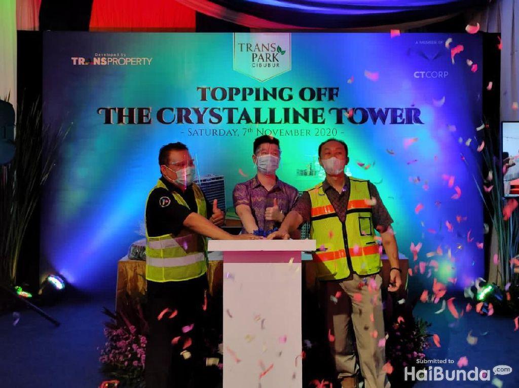 Beri Jaminan Investor, Transpark Cibubur Resmi Tutup Atap Tower Terakhir