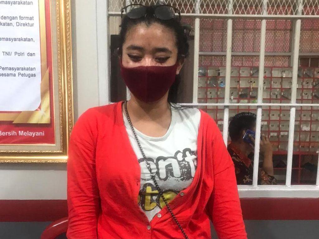 Nekat! Wanita Muda Selundupkan Gelas Jus Isi Miras ke Lapas Banceuy