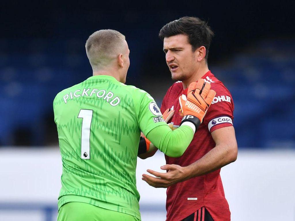 Setelah Van Dijk, Maguire Jadi Korban Tendangan Kungfu Pickford