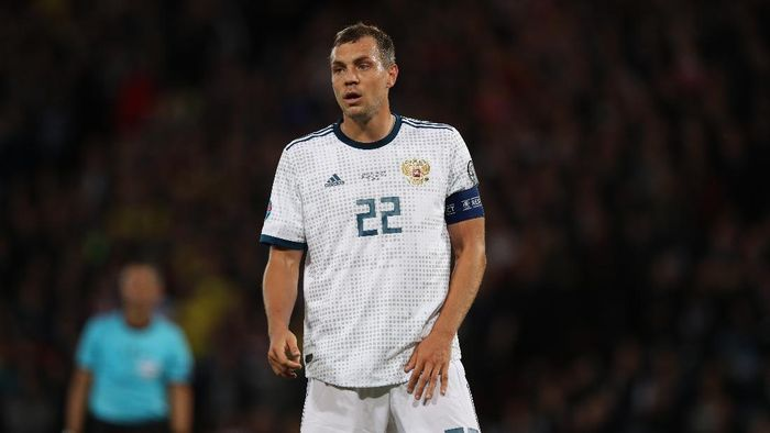 GLASGOW, SCOTLAND - SEPTEMBER 06: Artem Dzyuba of Russia looks on during the UEFA Euro 2020 qualifier between Scotland and Russia at Hampden Park on September 06, 2019 in Glasgow, Scotland. (Photo by Ian MacNicol/Getty Images)