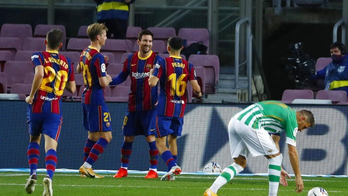 Barcelonas Lionel Messi, center, celebrates after scoring his sides third goal from the penalty spot during the Spanish La Liga soccer match between FC Barcelona and Betis at the Camp Nou stadium in Barcelona, Spain, Saturday, Nov. 7, 2020. (AP Photo/Joan Monfort)