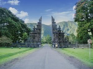 Terpopuler: Tiket Garuda Bali yang Dinilai Kemahalan, Kalender Cuti Akhir Tahun