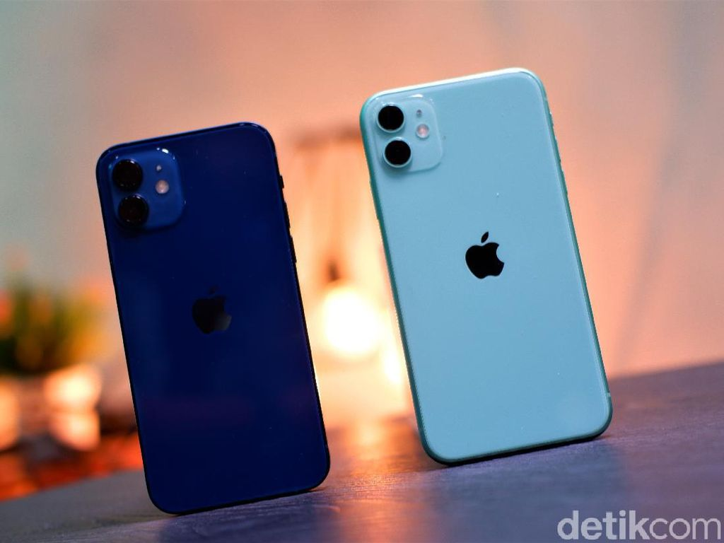Mending iPhone 12 atau iPhone 11?