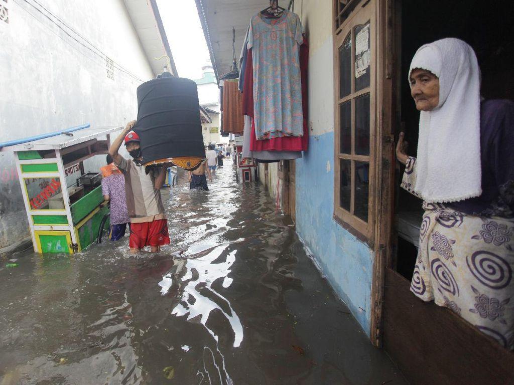 Melindungi Barang di Rumah Saat Banjir, Perlu Pakai Asuransi?