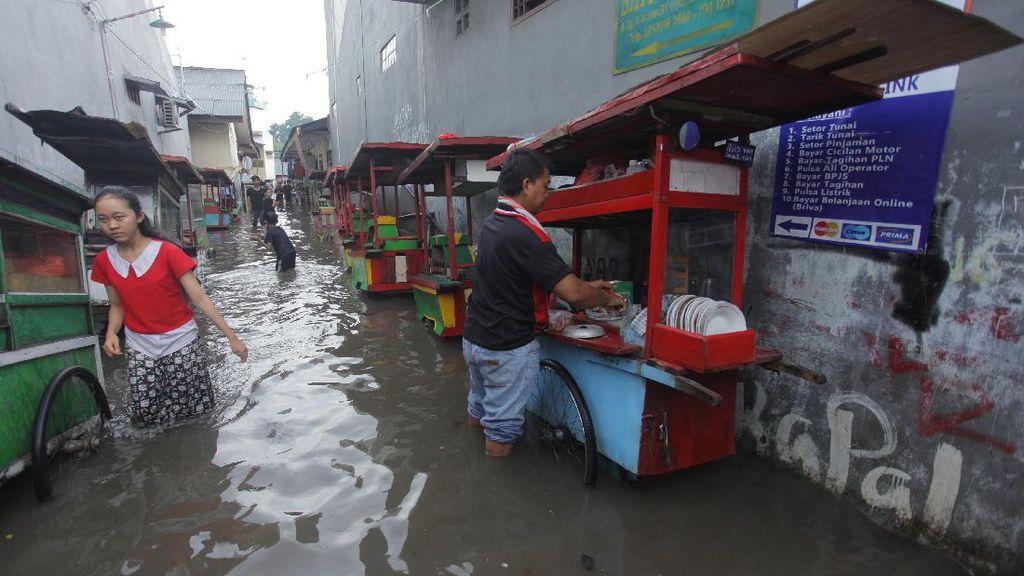 Jakarta Diguyur Hujan Siang Hari,  Kawasan Ini Terendam Banjir