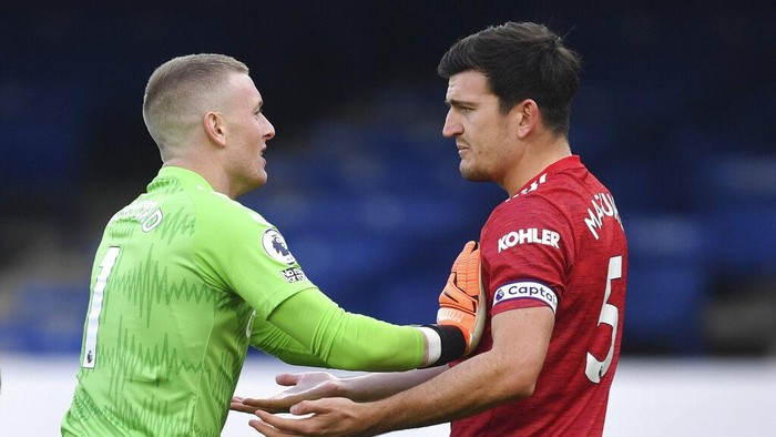 Evertons goalkeeper Jordan Pickford, left, talks to Manchester Uniteds Harry Maguire during the English Premier League soccer match between Everton and Manchester United at the Goodison Park stadium in Liverpool, England, Saturday, Nov. 7, 2020. (Paul Ellis/Pool via AP)