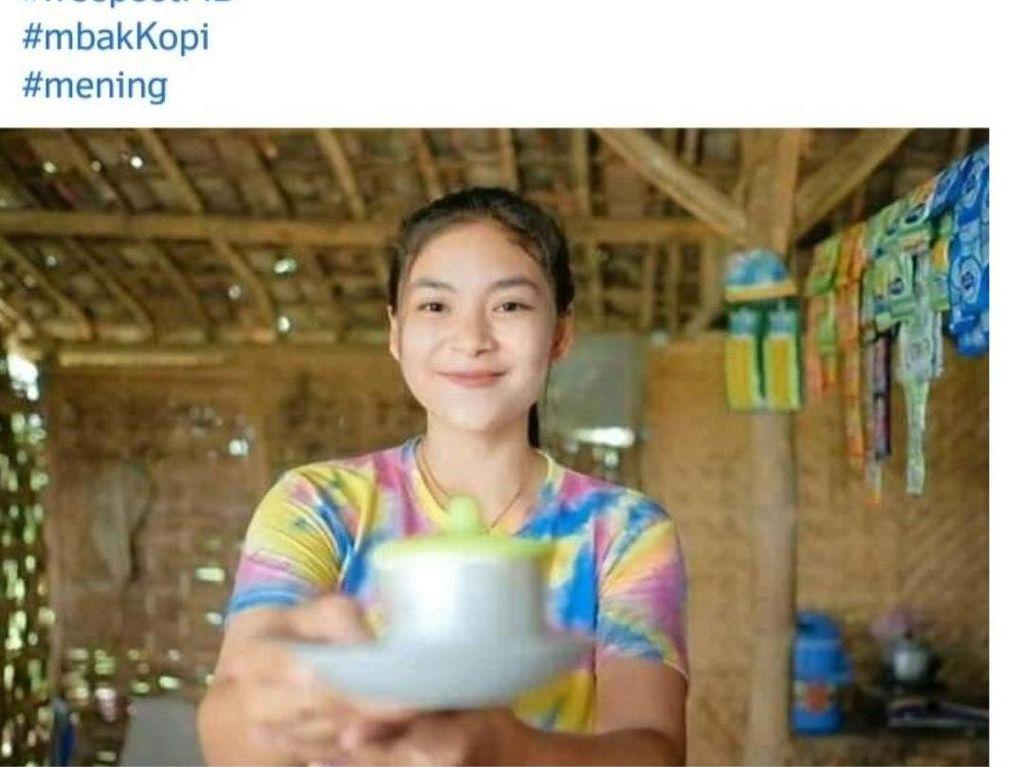 Bantu Ibu Jualan Kopi, Gadis Cantik di Bojonegoro Ini Viral