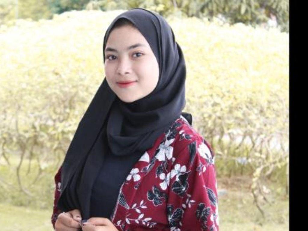 Laila yang Viral Bantu Ibunya Jualan Kopi Ingin Jadi Pramugari