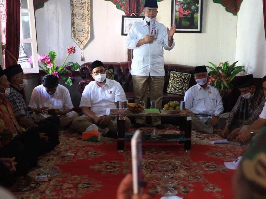 Berkunjung ke Tanah Datar, Nasrul Abit Diminta Perbaiki Jalanan