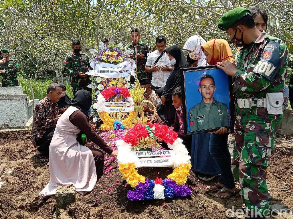 Pratu Firdaus Korban Penembakan di Papua Dimakamkan, Pangkatnya Dinaikkan