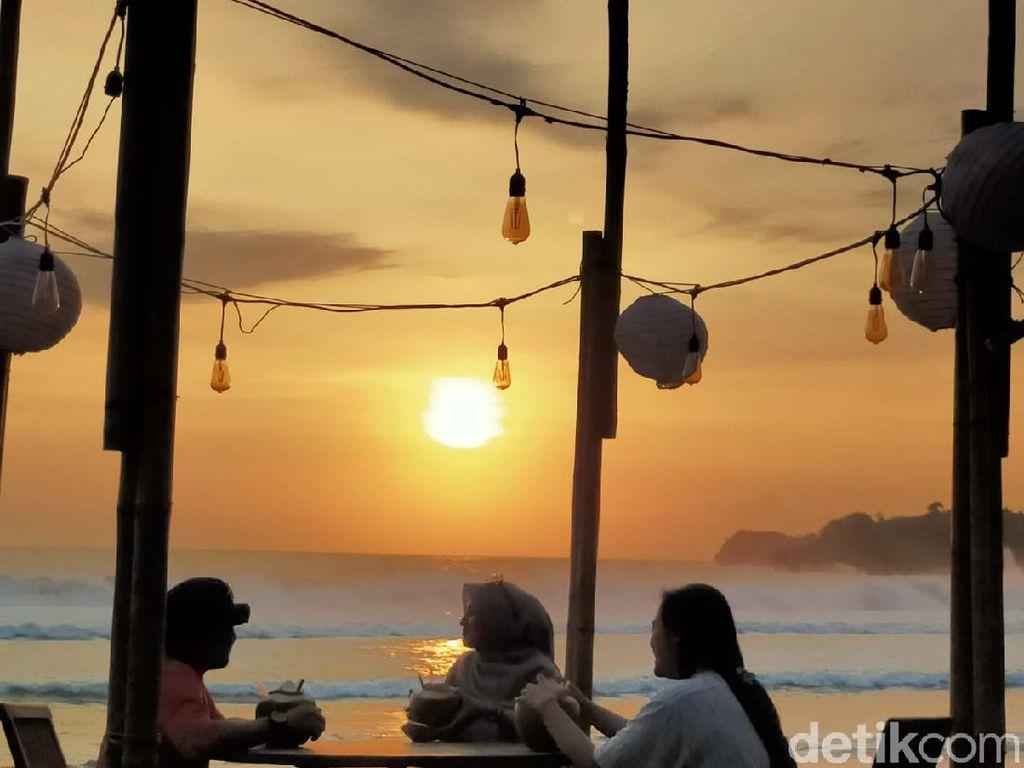 Kabar Potensi Tsunami Bikin Jumlah Pengunjung Pantai Serang Blitar Turun
