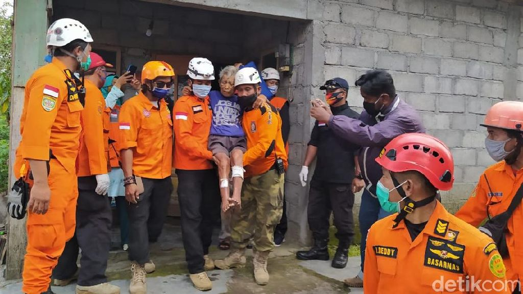 Potret Evakuasi Warga di Lereng Gunung Merapi