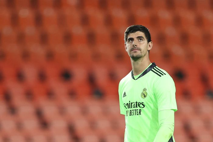VALENCIA, SPAIN - NOVEMBER 08: Thibaut Courtois of Real Madrid looks dejected during the La Liga Santander match between Valencia CF and Real Madrid at Estadio Mestalla on November 08, 2020 in Valencia, Spain. Sporting stadiums around Spain remain under strict restrictions due to the Coronavirus Pandemic as Government social distancing laws prohibit fans inside venues resulting in games being played behind closed doors. (Photo by Angel Martinez/Getty Images)