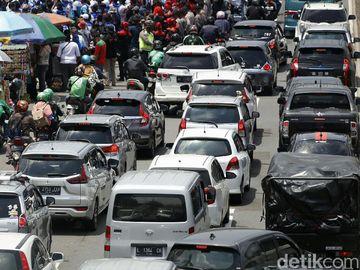 Ada Demo Buruh, Lalin Depan DPR Macet