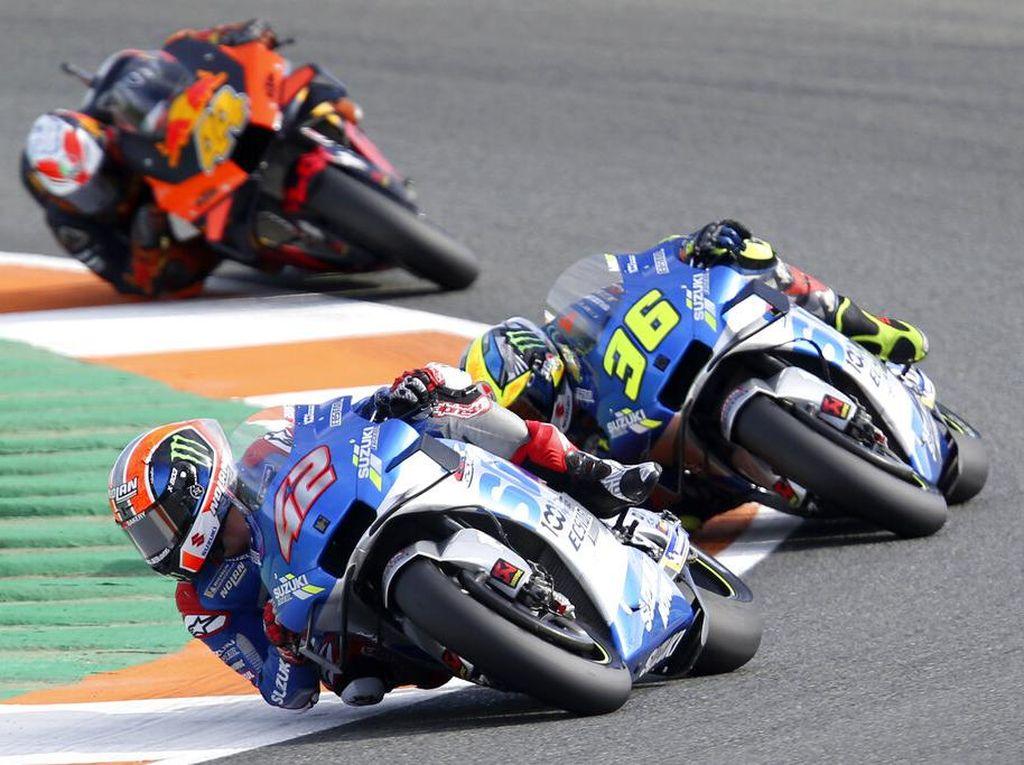 MotoGP Eropa 2020: Alex Rins Melebar, Sengaja Beri Jalan ke Joan Mir?