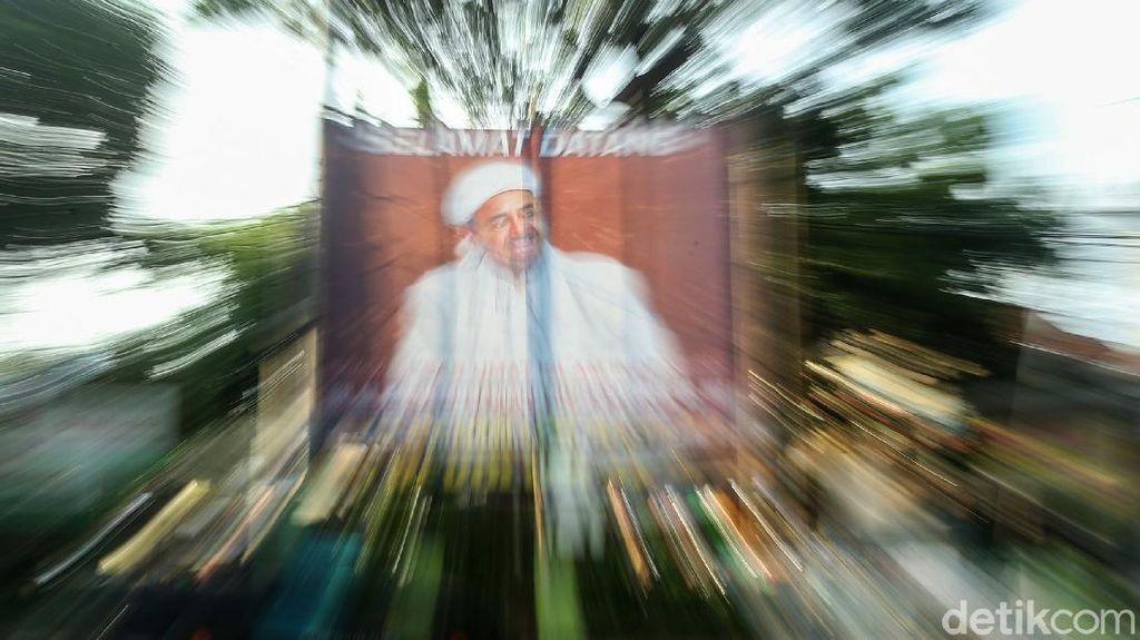 Jelang Pulang Kampung, Spanduk Habib Rizieq Mulai Bermunculan