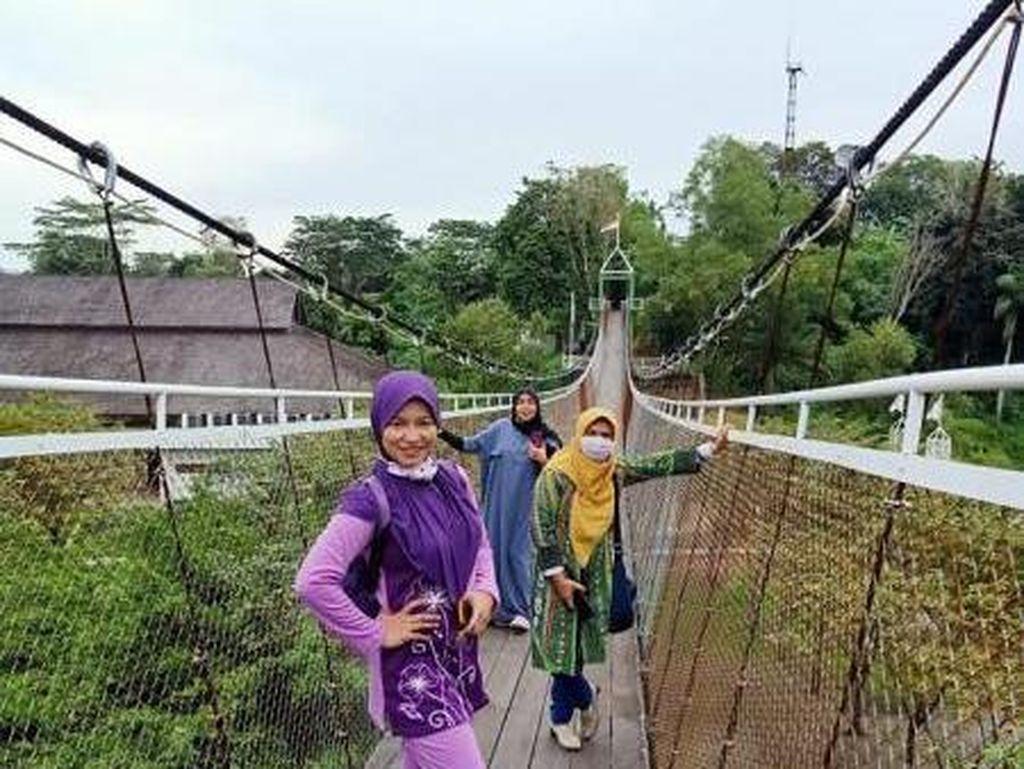 Mungkin Ini Jembatan Gantung Terpanjang di Tengah Kota