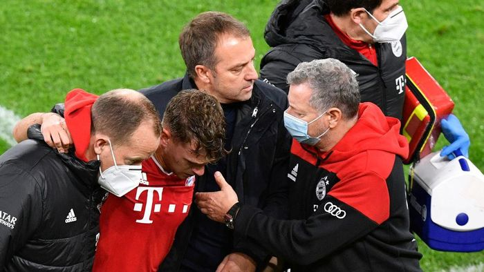 DORTMUND, GERMANY - NOVEMBER 07: Bayerns head coach Hans-Dieter Flick, centre, follows injured Bayerns Joshua Kimmich during the Bundesliga match between Borussia Dortmund and FC Bayern Muenchen at Signal Iduna Park on November 7, 2020 in Dortmund, Germany. (Photo by Martin Meissner - Pool/Getty Images)