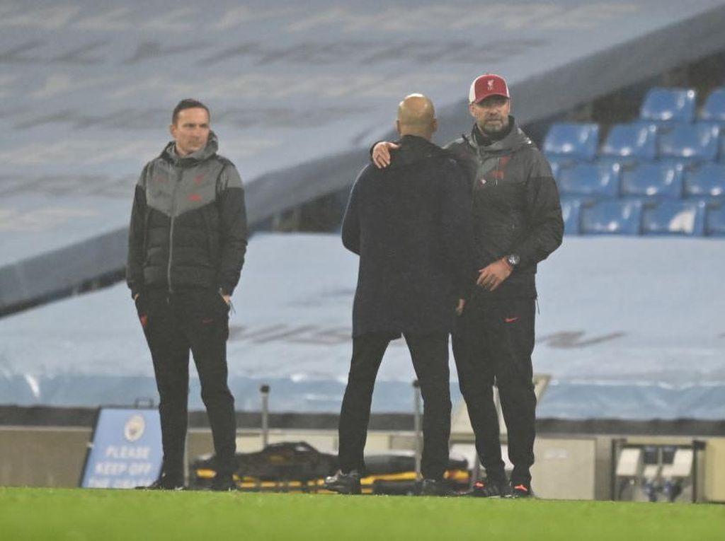 Klopp dan Guardiola Ngomongin Apa sih, Kayaknya Serius Banget?