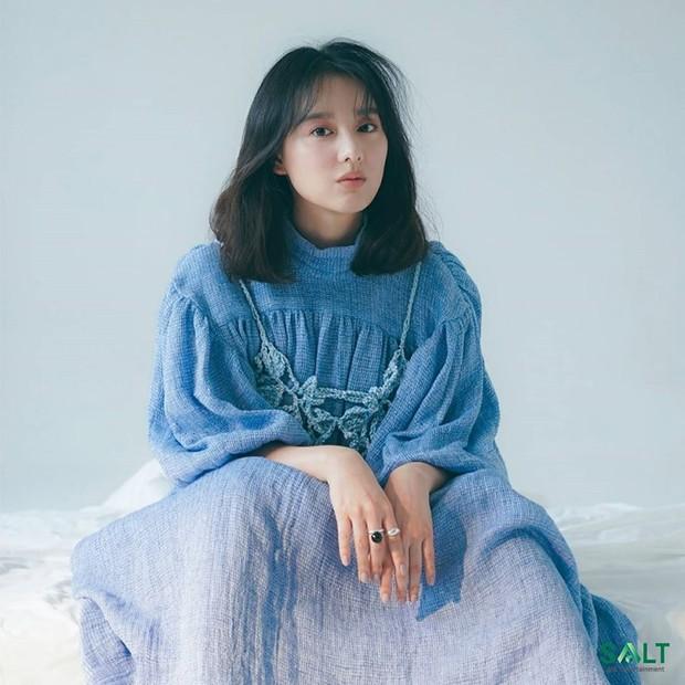 Kim Ji Won menjadi salah satu aktris termuda yang masuk ke dalam daftar ini, tetapi dia memiliki kualitas akting yang tidak boleh diabaikan.