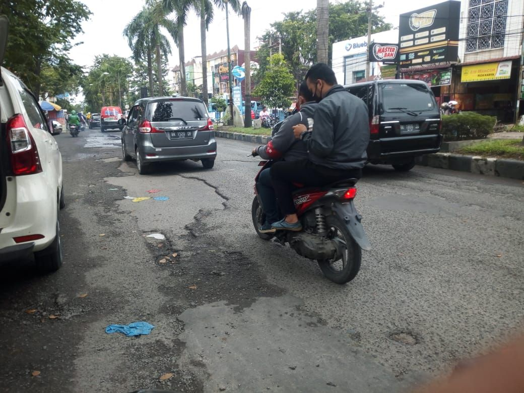 Kondisi Jalan Kapten Muslim Medan (Datuk-detikcom)