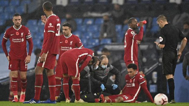 Liverpool's Trent Alexander-Arnold gets treatment after getting injured during the English Premier League soccer match between Manchester City and Liverpool at the Etihad stadium in Manchester, England, Sunday, Nov. 8, 2020. (Shaun Botterill/Pool via AP)
