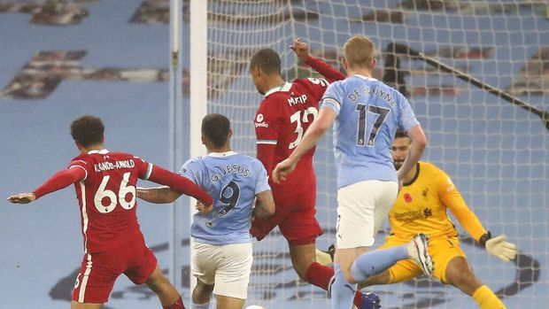 Manchester City's Gabriel Jesus, 2nd left, scores his side's first goal during the English Premier League soccer match between Manchester City and Liverpool at the Etihad stadium in Manchester, England, Sunday, Nov. 8, 2020. (Martin Rickett/Pool via AP)