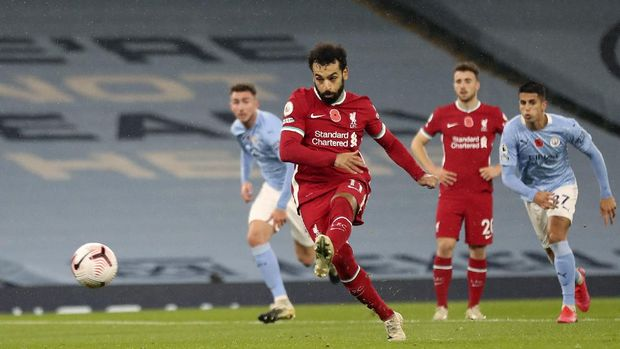 Liverpool's Mohamed Salah scores the opening goal from the penalty spot during the English Premier League soccer match between Manchester City and Liverpool at the Etihad stadium in Manchester, England, Sunday, Nov. 8, 2020. . (Martin Rickett/Pool via AP)