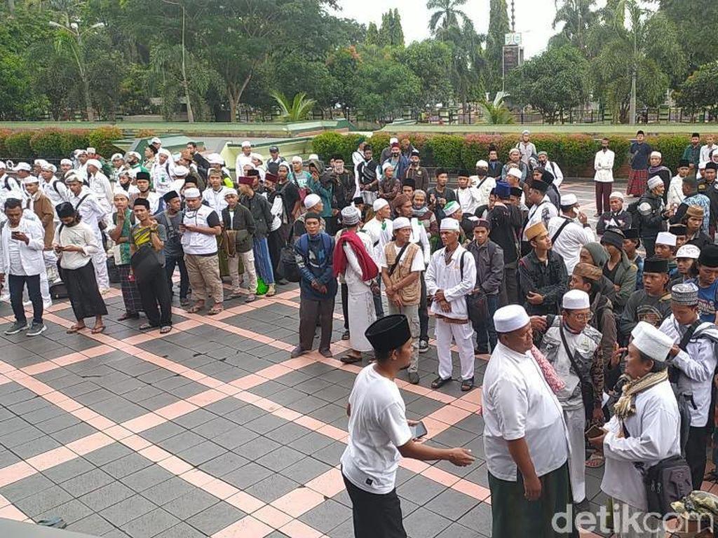 Gunakan 12 Bus, Massa dari Ciamis Bertolak ke Jakarta Sambut Habib Rizieq