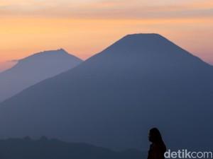 Gunung Semeru Tutup Sampai Maret, Prau Tetap Buka di Tahun Baru 2021
