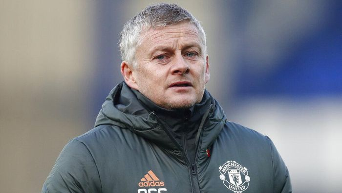Manchester Uniteds manager Ole Gunnar Solskjaer walks to the bench during the English Premier League soccer match between Everton and Manchester United at the Goodison Park stadium in Liverpool, England, Saturday, Nov. 7, 2020. (Clive Brunskill/Pool via AP)