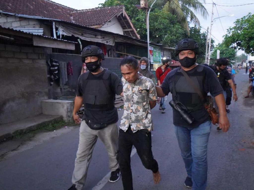 Gerebek Markas Sindikat Pencuri, Polres Mataram Tangkap 7 Orang