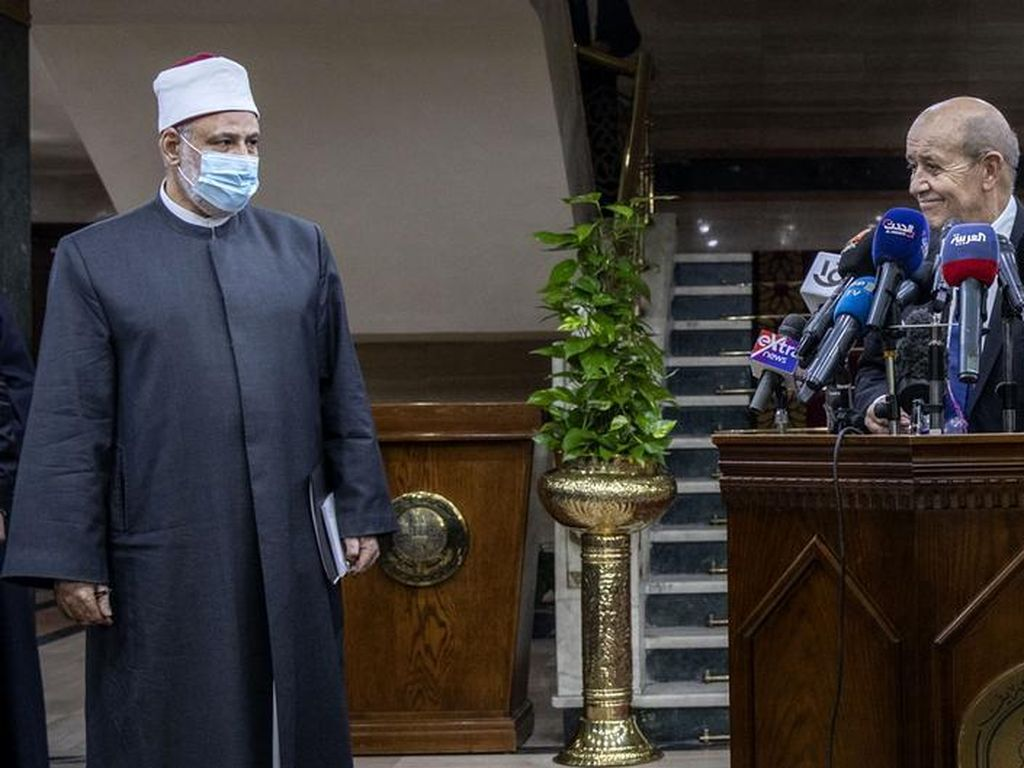 Redakan Ketegangan dengan Islam, Menlu Prancis Kunjungi Kairo