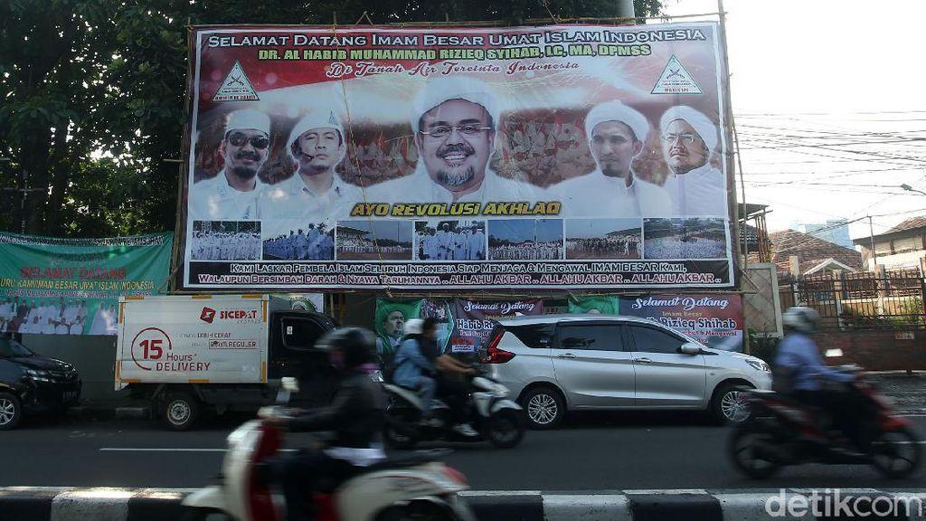 Suasana Petamburan Jelang Pulangnya Habib Rizieq