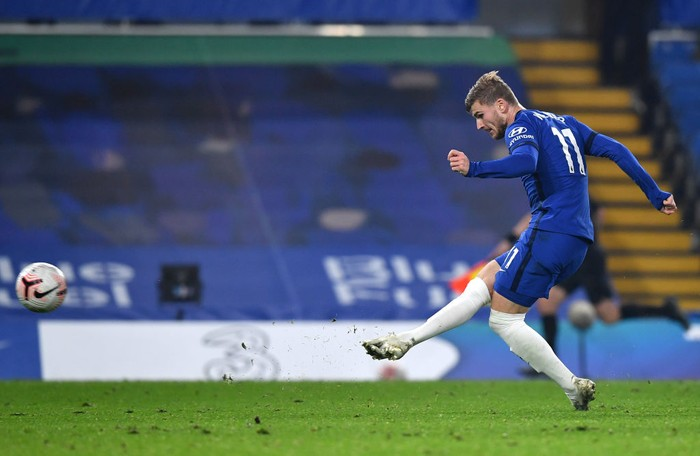 LONDON, ENGLAND - NOVEMBER 07: Timo Werner of Chelsea scores his teams fourth goal during the Premier League match between Chelsea and Sheffield United at Stamford Bridge on November 07, 2020 in London, England. Sporting stadiums around the UK remain under strict restrictions due to the Coronavirus Pandemic as Government social distancing laws prohibit fans inside venues resulting in games being played behind closed doors. (Photo by Ben Stansall - Pool/Getty Images)