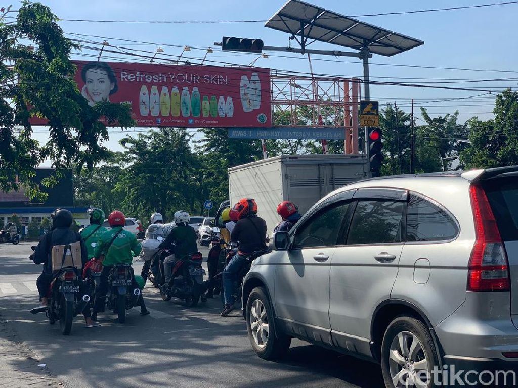 Traffic Light Terlama Surabaya Perenggut Masa Muda, Warga: Nunggunya Masyaallah