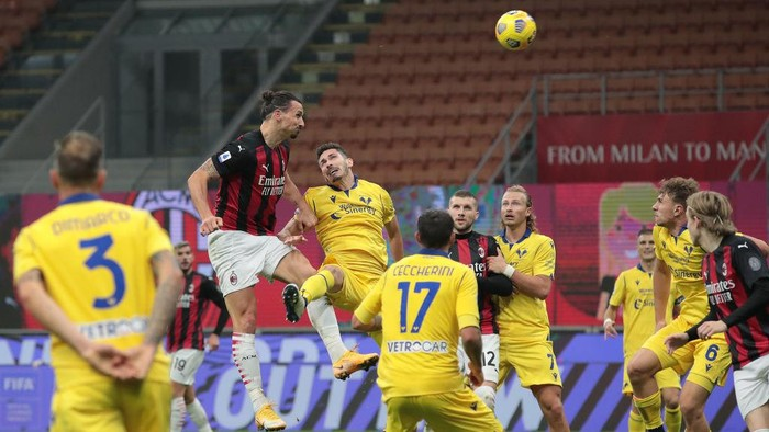 MILAN, ITALY - NOVEMBER 08:  Zlatan Ibrahimovic of AC Milan scores his goal during the Serie A match between AC Milan and Hellas Verona FC at Stadio Giuseppe Meazza on November 8, 2020 in Milan, Italy.  (Photo by Emilio Andreoli/Getty Images)