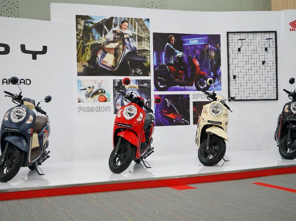Bentuk dan Harga 11-12, Pilih Honda Scoopy atau Yamaha Fino?