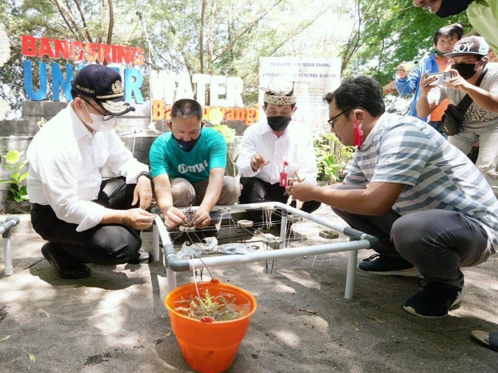Bupati Anas Minta Pemulihan Ekonomi Wisata Tetap Patuhi Protokol Kesehatan
