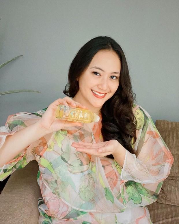 Dinar Amanda seringkali mempromosikan berbagai merk produk kecantikan di instagram pribadinya.