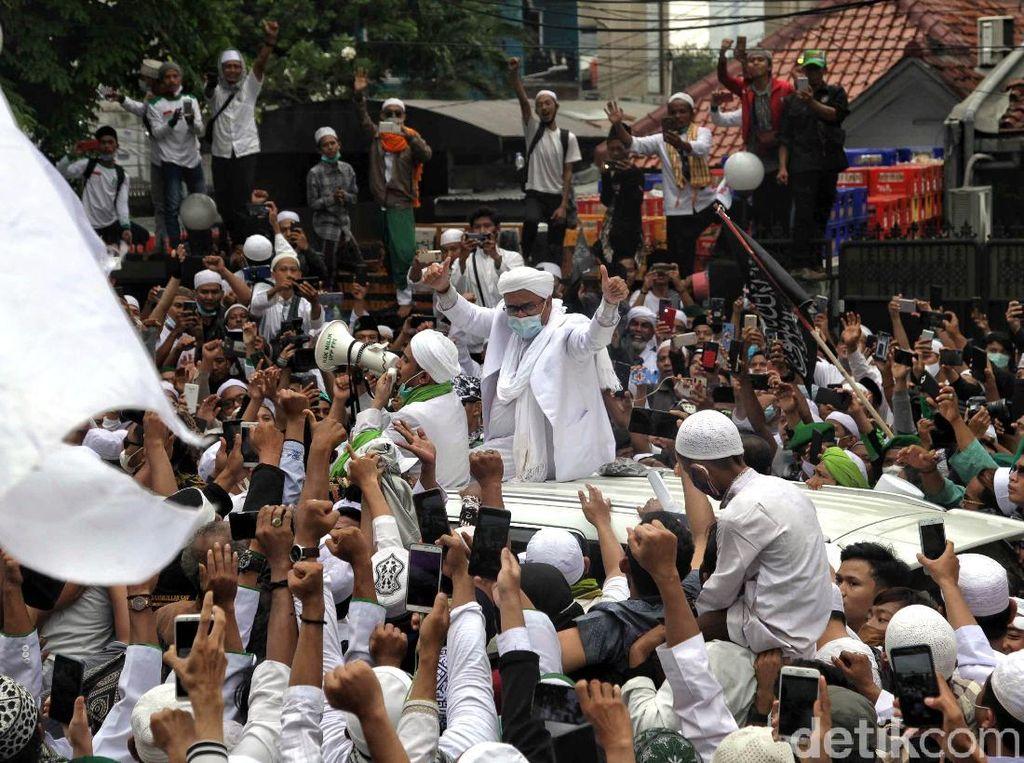Insiden Orang Meninggal hingga Pingsan di Tengah Penyambutan Habib Rizieq