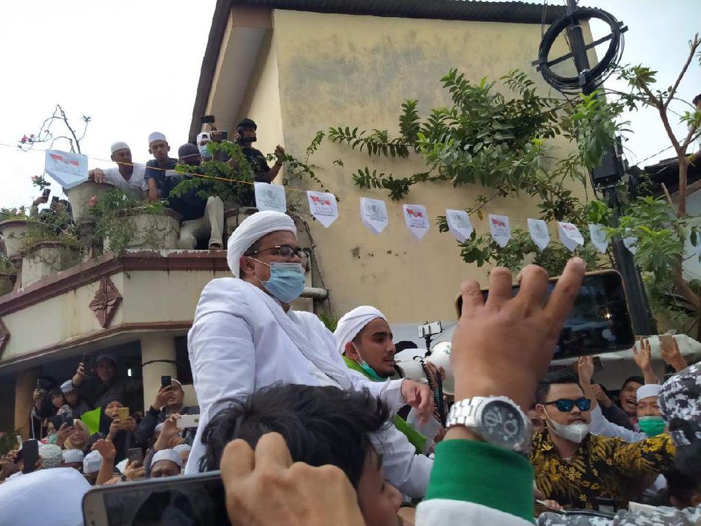 Habib Rizieq Sampaikan Orasi di Petamburan, Lalu Masuk ke Rumah