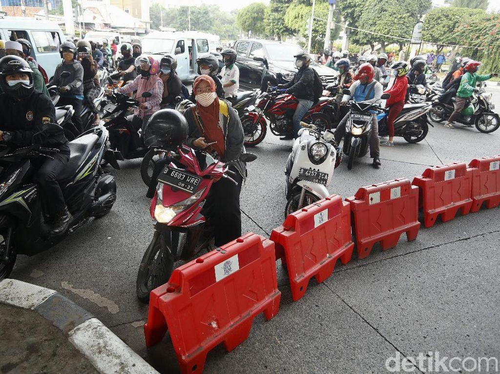 Jelang Kepulangan Habib Rizieq, Jalan Menuju Markas FPI Ditutup