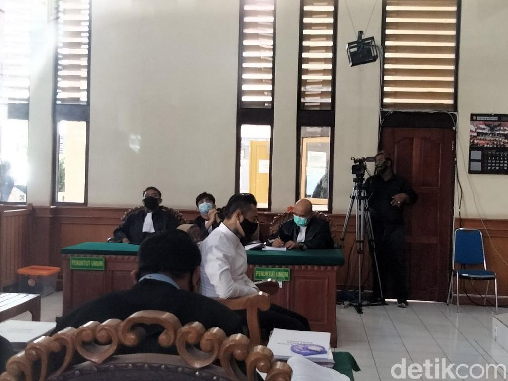 Minta Tahanan Rumah, Jerinx Siap Dihukum Tanpa Pengadilan Jika Bikin Gaduh