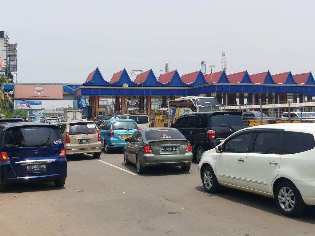 Massa Penjemput Habib Rizieq Bubar, Lalin di Tol Bandara Normal Lagi