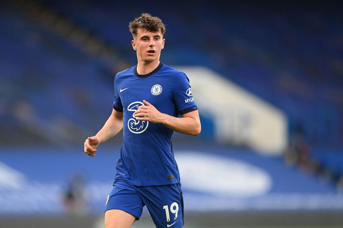 LIVERPOOL, ENGLAND - JULY 22: Mason Mount of Chelsea runs with the ball during the Premier League match between Liverpool FC and Chelsea FC at Anfield on July 22, 2020 in Liverpool, England. Football Stadiums around Europe remain empty due to the Coronavirus Pandemic as Government social distancing laws prohibit fans inside venues resulting in all fixtures being played behind closed doors. (Photo by Paul Ellis/Pool via Getty Images)