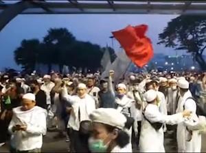 Massa Sambut Habib Rizieq Berdatangan, Lalin Arah Bandara Soetta Macet