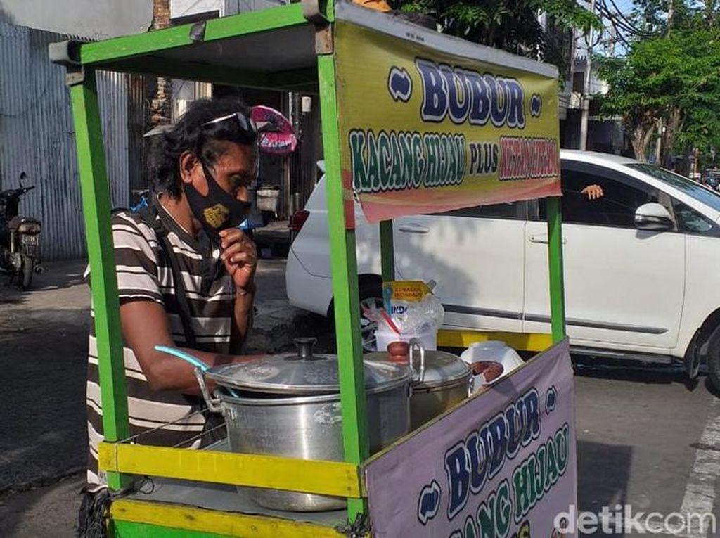Hebat! 5 Penjual Makanan Ini Jago Bahasa Jepang dan Spanyol