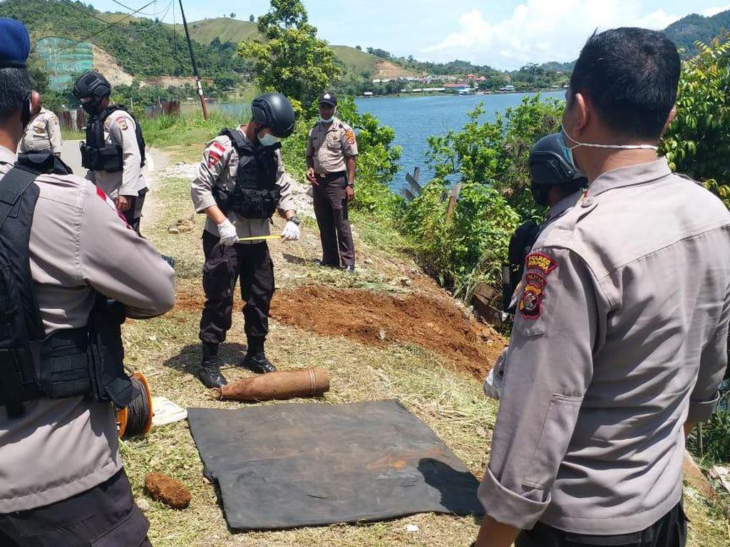 Tengah Evakuasi Mobil Kecelakaan, Polisi Temukan Mortir di Jayapura