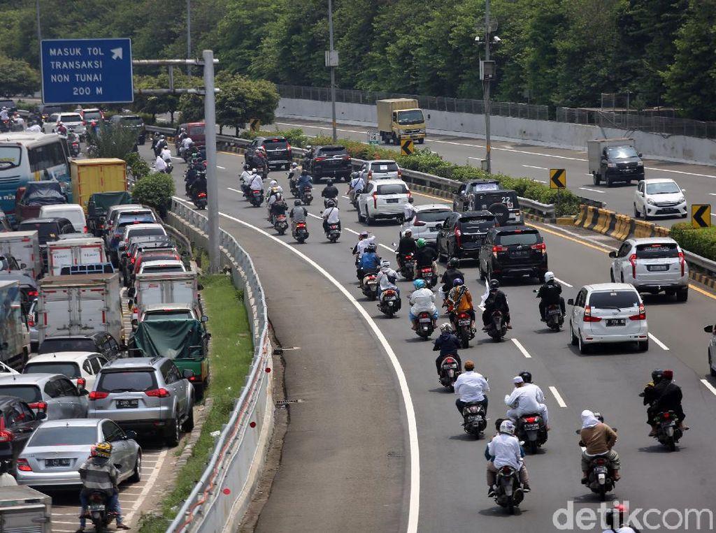 Iring-iringan Motor Penjemput Habib Rizieq Masuk Tol Bandara, Kok Boleh?